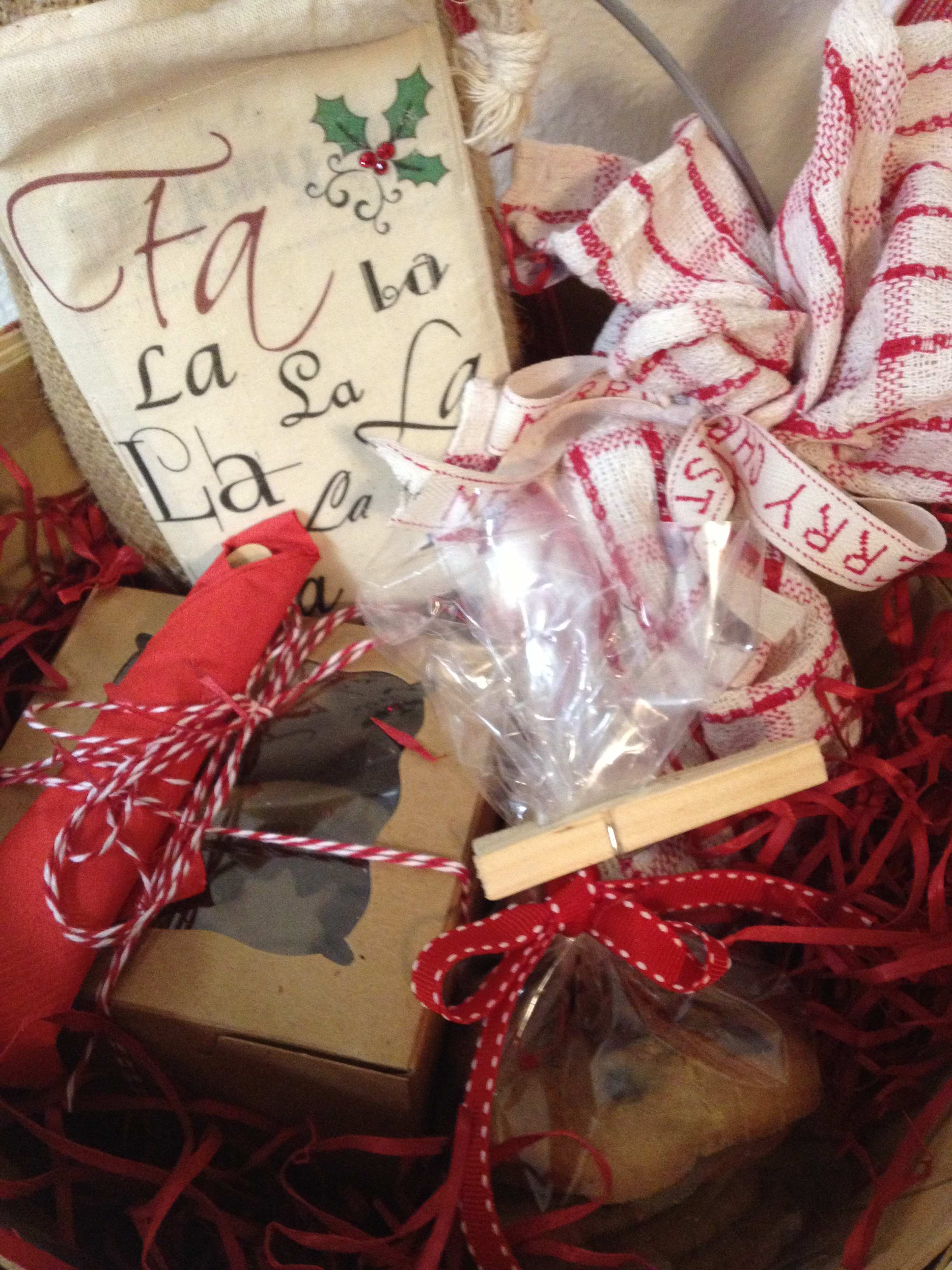 3 tips for a happy and healthy gluten free holiday gluten free i created this gluten free gift bsket with homemade gf cookies a mini pie with negle Choice Image